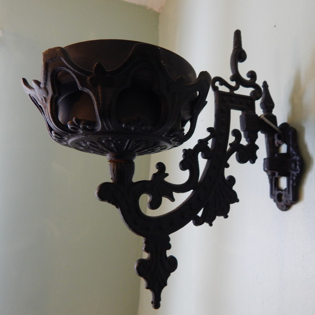 cast iron wall sconce 5 cropped